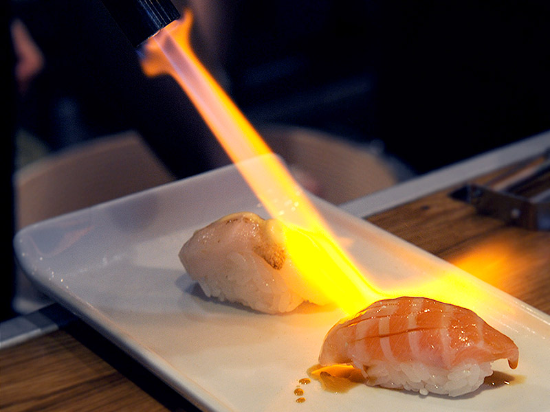 Flamberad lax Sushi Room